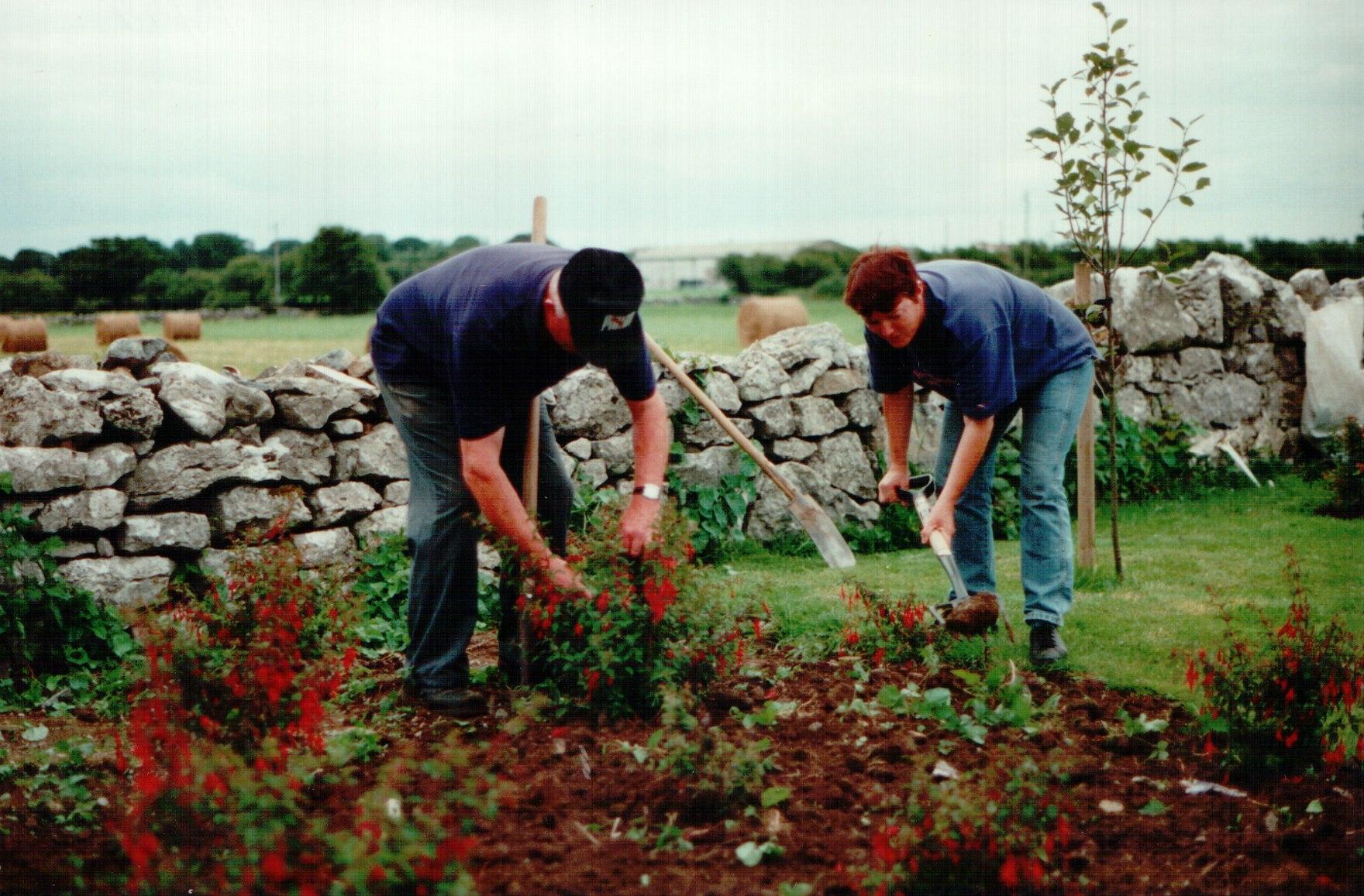 larry-king-josette-farrell-landscaping-for-famine-stone