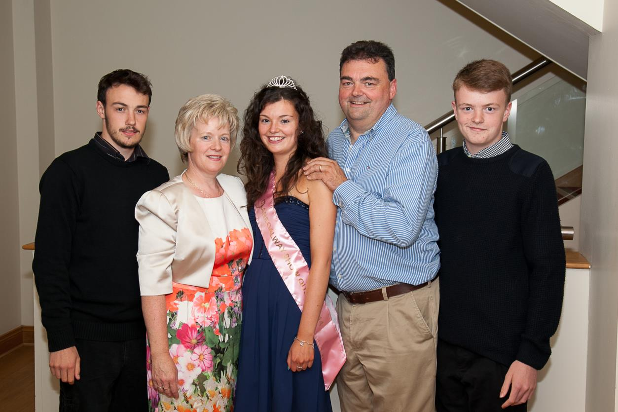 Orla McCann pictured with her parents Tom & Myriam and her brothers Conor & David.
