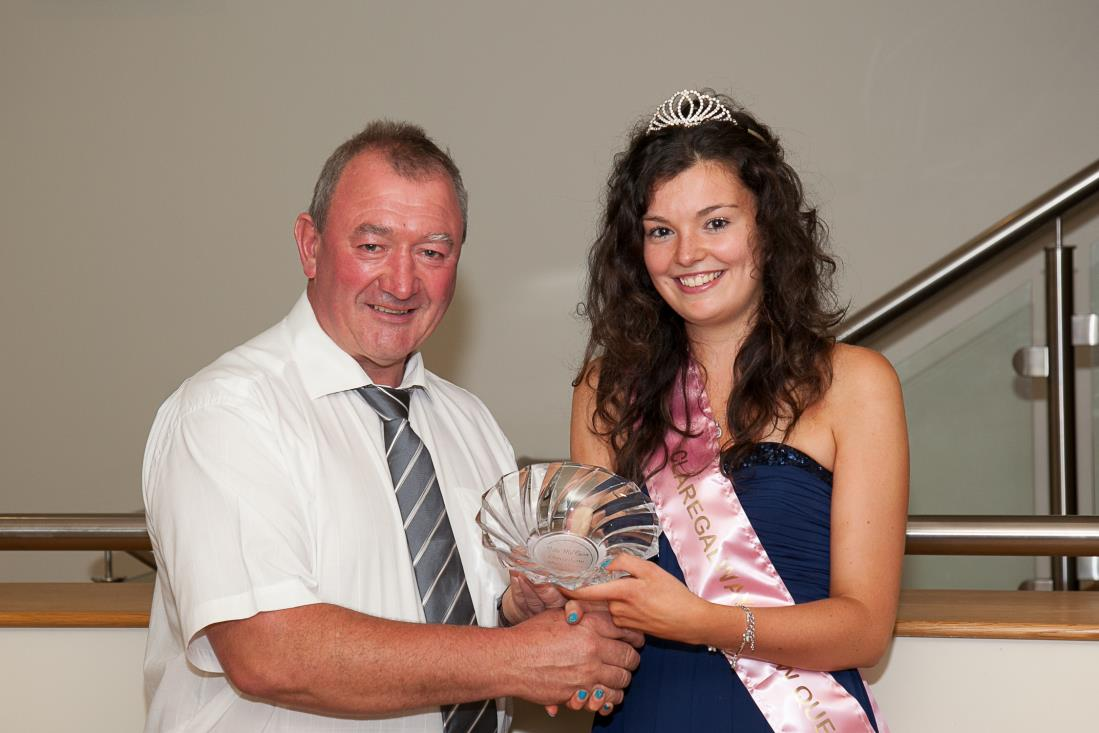 Orla pictured with Claregalway Agricultural Show Chairperson Val Noone who presented her with an engraved crystal bowl.