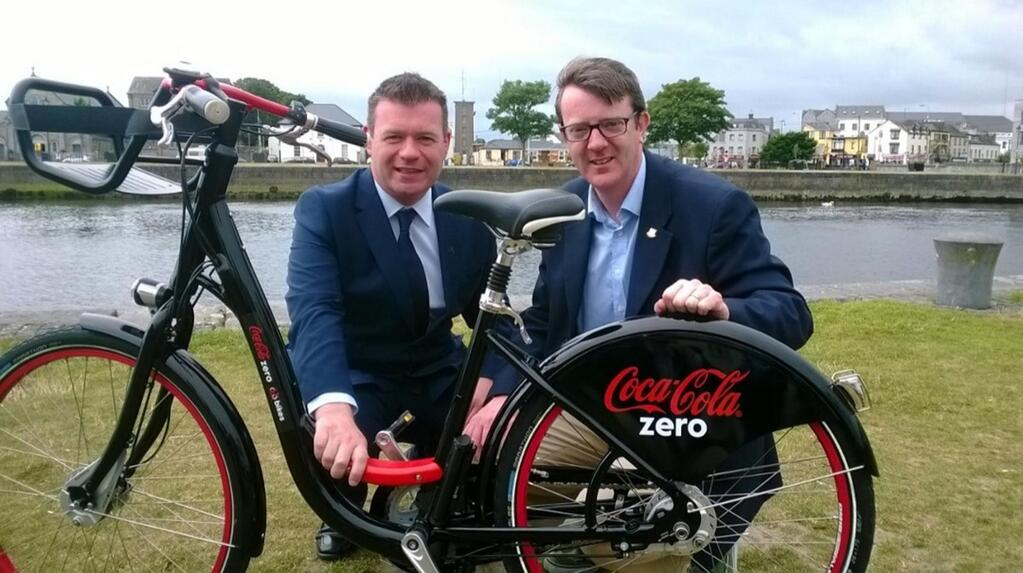 Minister of State Alan Kelly and Cllr Niall McNelis ahead of the launch of the Coca Cola Zero Regional Bike Scheme. Photo via @alankellylabour on Twitter.